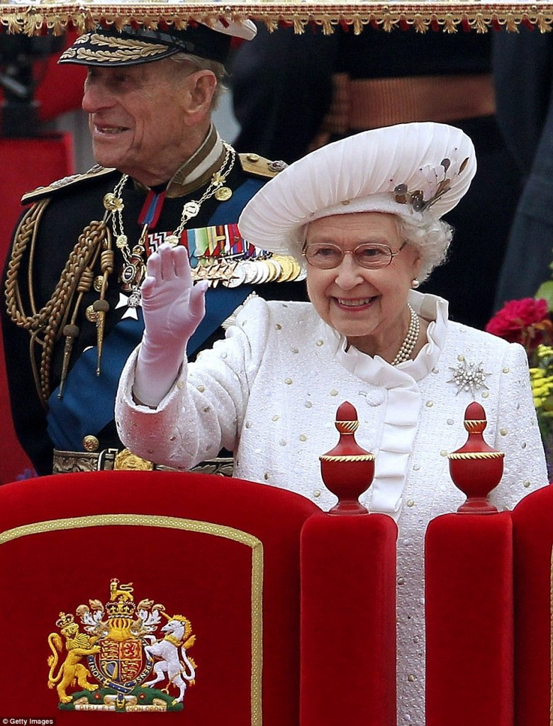 article 2153969 136E17AD000005DC 288 964x1264 780x1024 June 3, 2012: Queens Jubilee: Im A Royal Watcher!
