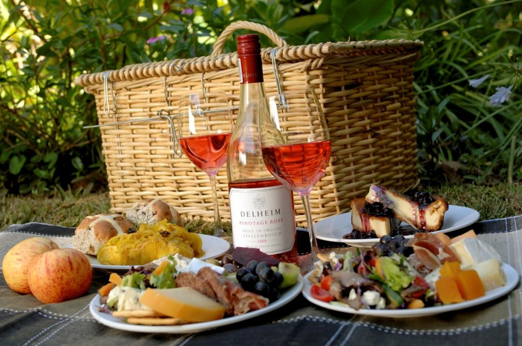 Picnic Basket Food : Romantic on cottage picnics and just