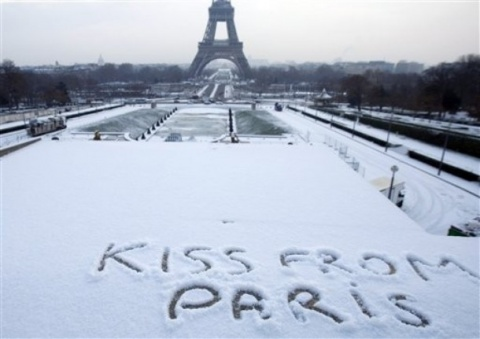snow-in-paris